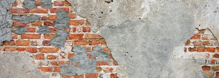 Pudsning af væg fjerner den grimme baggrund